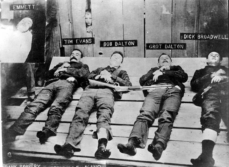 Post-mortem photo of the Dalton Gang in Coffeyville, 1892.
