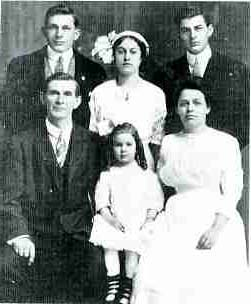 Clarence and Carrie Pennock and their children, 1910