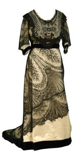 Black lace gown, 1905-1915.