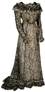 Pouter Pigeon dress, 1900-1910.