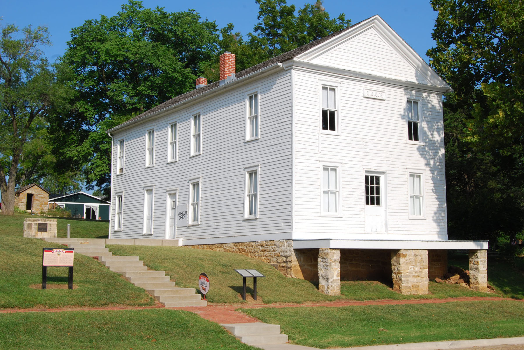 exterior view of Constitution Hall State Historic Site