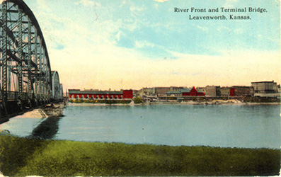 Postcard view of the Missouri River near Leavenworth