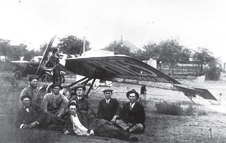 Clyde Cessna with other aviators, 1916
