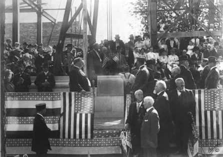 President William H. Taft addresses audience members at the laying of the cornerstone of the Memorial Building, Topeka, 1911